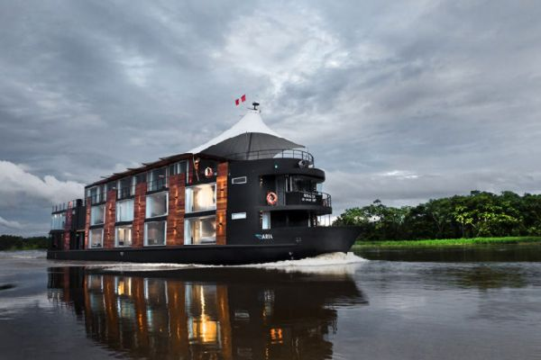 Aqua expeditions lussuoso hotel galleggiante nella for Piani di lusso di una sola storia