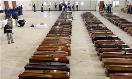 Lampedusa le bare delle vittime del naufragio del 3/10/2013