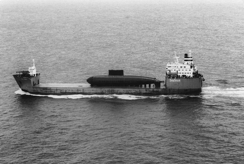 TEAL Heavy-lift_ship_Sea_Teal_carrying_Chinese_Kilo_submarine