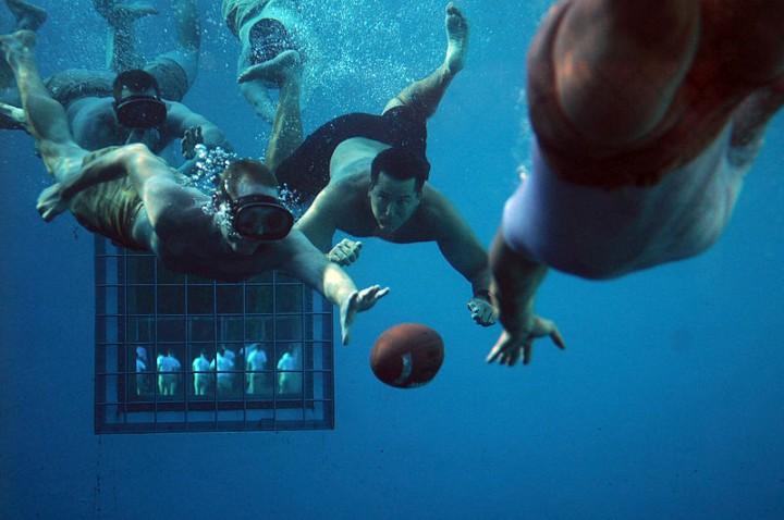 Calcio subacqueo -partita di calcio subacquea che coinvolge USN a Panama City, Florida, il 3 Giugno 2011
